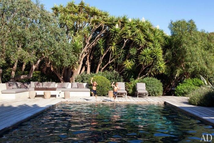 item5_rendition_slideshowWideHorizontal_patrick-dempsey-malibu-home-09-pool-area