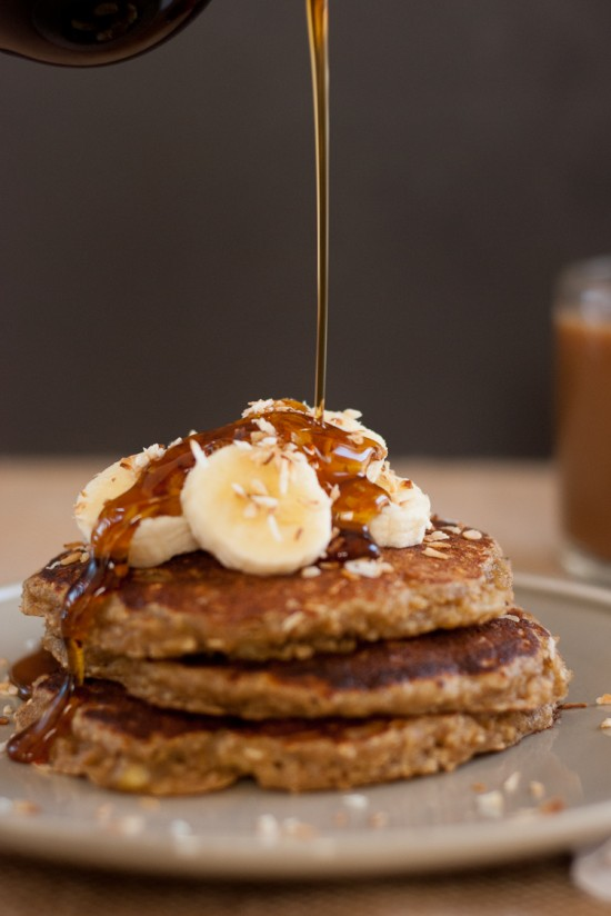 gluten-free-banana-pancakes-1-550x824